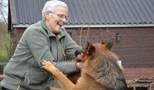 <p>Lies met haar lieve Duitse herder Sem.</p>