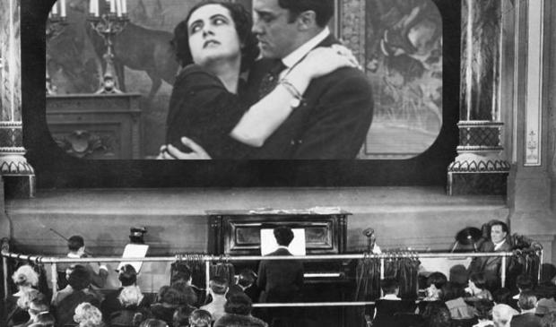 <p>Francesca Bertini speelt in de film Sangue Blu uit 1914 - regisseur is Nino Oxilia.</p>