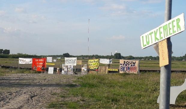 <p>Behoud Lutkemeer blijft doorgaan met protesteren tegen de bouwplannen.</p>