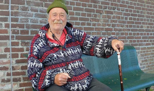 """<p class=""""ONDERSCHRIFT"""" pstyle=""""ONDERSCHRIFT"""">Henk op &lsquo;zijn&rsquo; bank, uitkijkend over het Krabbersgat.</p>"""