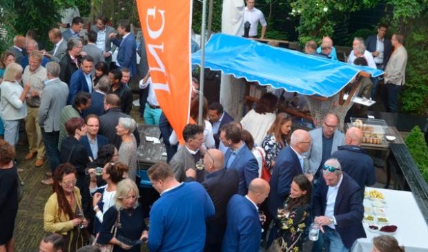 <p>Traditioneel de afsluiting van het seizoen van De Corner: de haringparty bij restaurant D&rsquo;Swarte Walvis.&nbsp;</p>