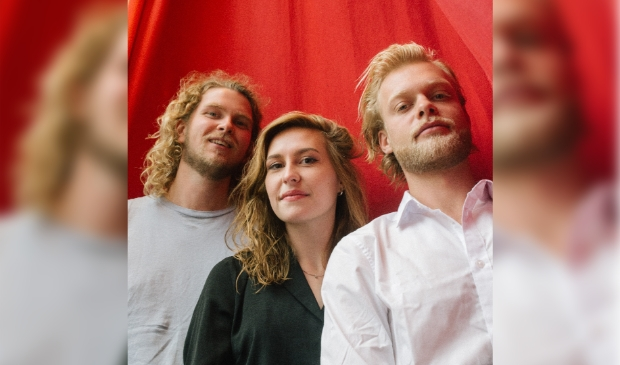 <p>Nederpop-act WIES treedt op vanuit Podium Victorie.</p>
