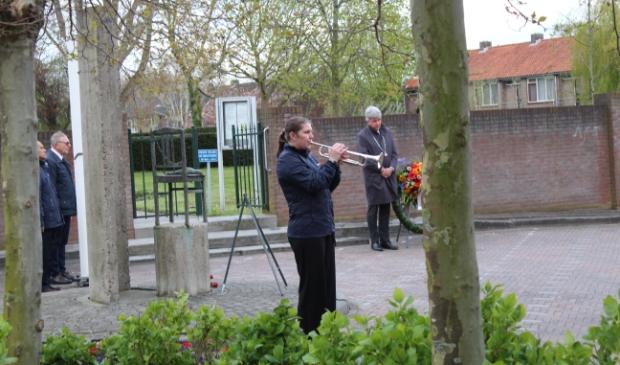 <p>De Last Post klonk ook in Oostzaan</p>