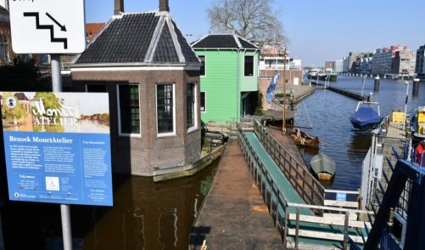 <p>De ingang van het Monet Atelier aan de Zaankant.</p>