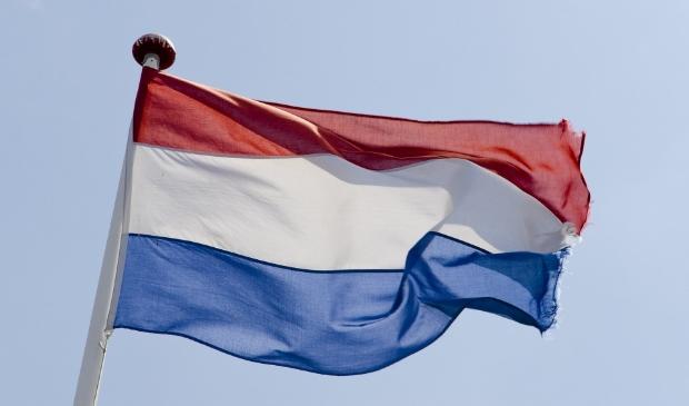 <p>Zoals elk jaar wordt de nationale vlag (zonder wimpel)op 5 mei in de top gehesen.</p>