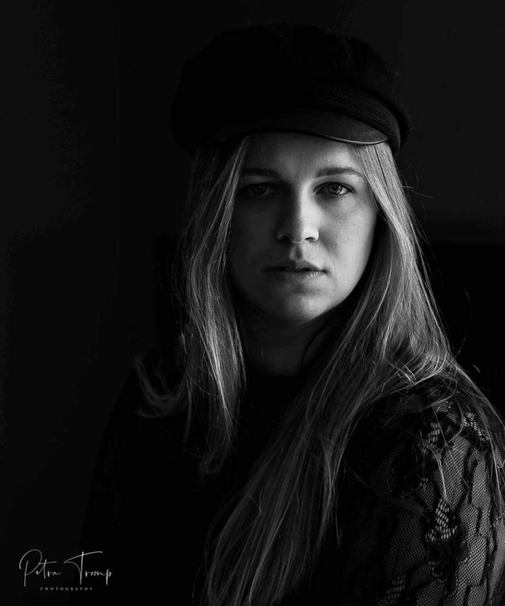 Low Key portret van Rosalie (Foto: Petra Tromp) © rodi