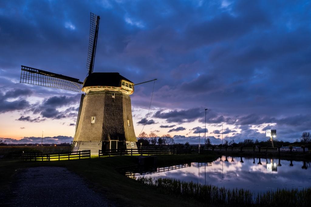 De uitgelichte molens geven een bijzonder aanblik. (Foto: Fred Peerdeman) © rodi