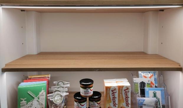 <p>Er is vast ruimte vrij gemaakt in de Zaanstore.... Wie vult het schap met Zaanse producten? </p>