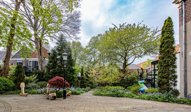 <p>De mooie stille beeldentuin van Expoost in het hartje van de stad.</p>