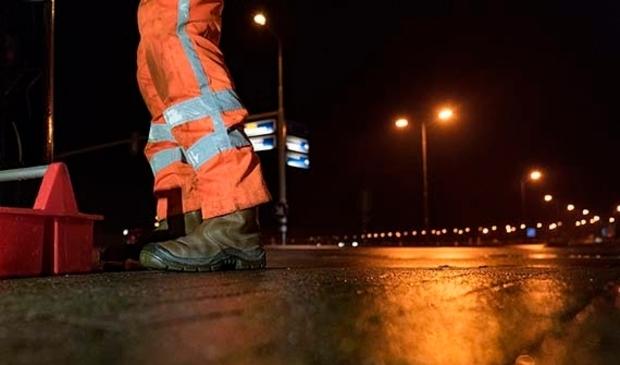 Op een deel van de Huygendijk wordt nieuw asfalt aangebracht.