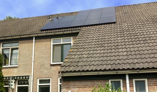 <p>Zonnepanelen op het dak bij particulieren wordt steeds gewoner.</p>