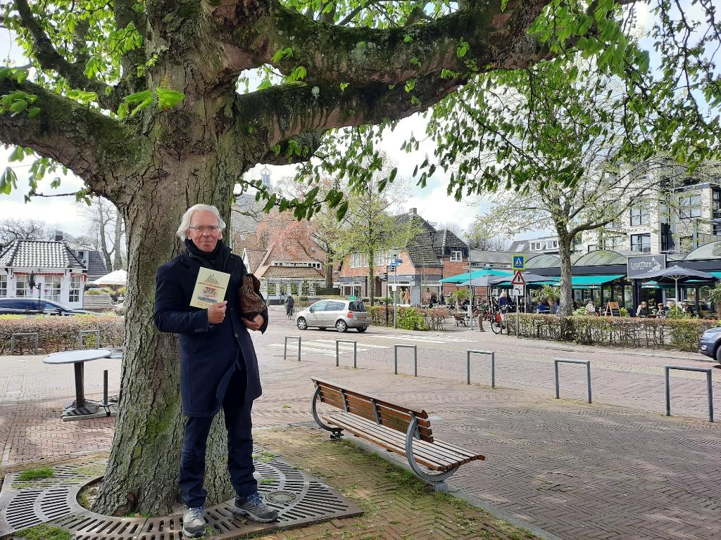 Onder zijn geliefde boom Foto: Ed Bausch © rodi