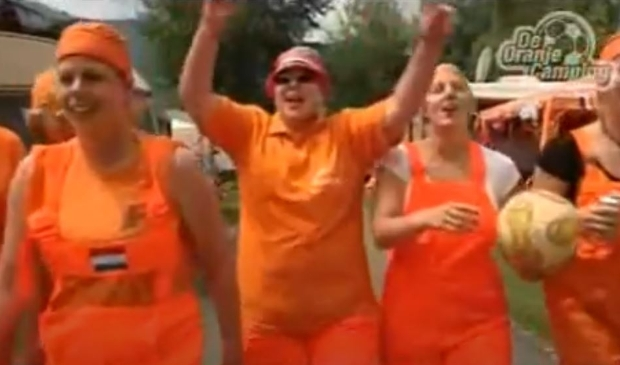 De Oranjecamping was een van de items tijdens een WK talkshow over het Nederlands elftal. (Foto: Still Youtube) © rodi