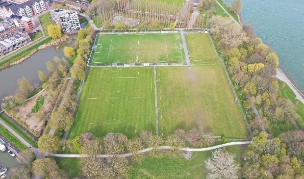 <p>Te korte voetbalvelden HVV Hollandia en HCSV Zwaluwen&rsquo;30.&nbsp;</p>