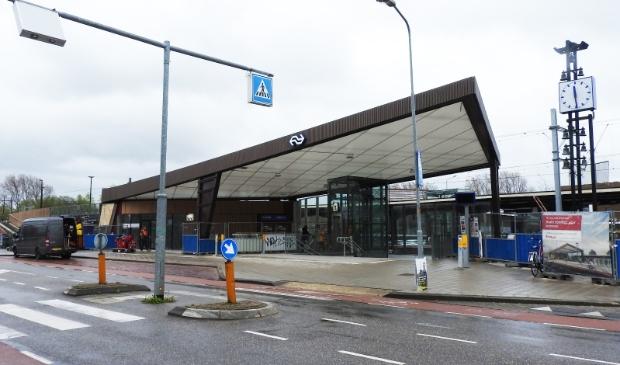 <p>De luifel van NS-Station Castricum met schade.</p>