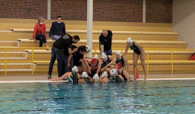 <p>De sfeer bij de dames is goed onder coach Arjan Vos.&nbsp;</p>