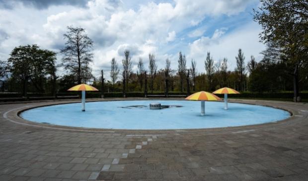 <p>&#39;Tropisch zwemparadijs&#39;, Pierenbad Adelaarsweg.</p>