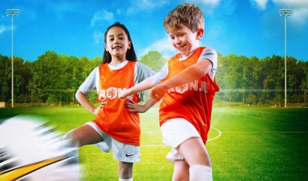 <p>Oranjefestival bij FC Uitgeest.</p>