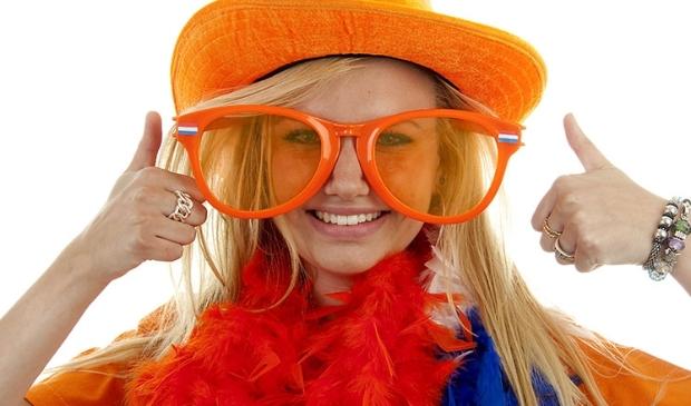 <p>Het kan niet gek genoeg. Draag altijd iets van Oranje of stop extra attributen als kleding, zonnebril en hoed in je tas.</p>