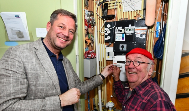 <p>Robert Hemmen, directeur van WeSpark, en Harry Slinger die ook de EARN-E in zijn meterkast gebruikt.</p>