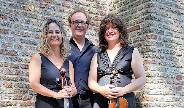 <p>Voor het eerst in lange tijd treedt pianotrio Donna Musica (cello, viool en piano) weer op in de Witte Kerk. &nbsp;</p>