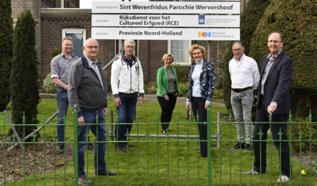<p>De restauratiecommissie v.l.n.r.: Gerard Slagter, Theo Hauwert, Theo Breg, Petra Grooteman, Natalie Beerepoot, Clemens Deen en Kees Botman.&nbsp;</p>