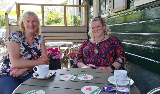 <p>Aletta Kets van SamenMeer (links) en Ellen Metgod (BVL) hebben oog voor de eenzame medemens.</p>