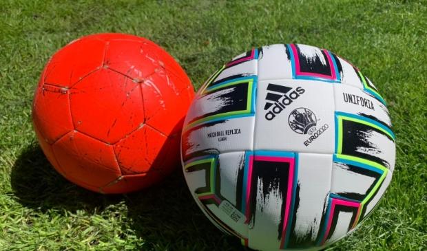 <p>Verruil je oude voetbal voor de UEFA Uniforia.</p>