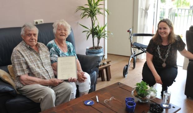 <p>Burgemeester Judith Michel mag gelukkig weer gewoon op bezoek bij jubilerende echtparen, zoals bij het echtpaar Filmer-Span.&nbsp;</p>