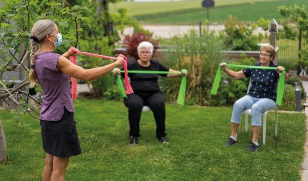 <p>Bewegen voor ouderen in de buitenlucht.</p>