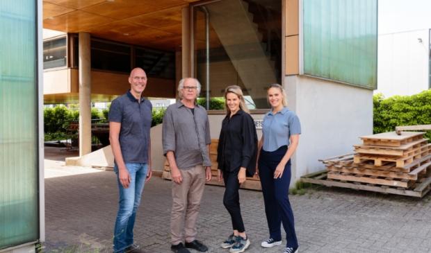 <p>Vlnr: Jan Zijp, Dirk Kloosterboer, Maaike en Paulien. </p>
