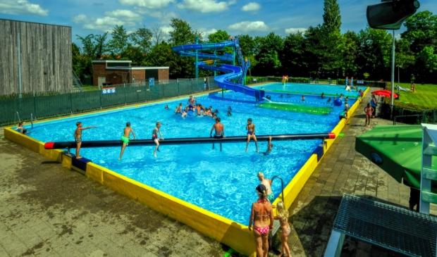 <p>Volop actie deze zomerse dagen in zwembad De Zien. </p>