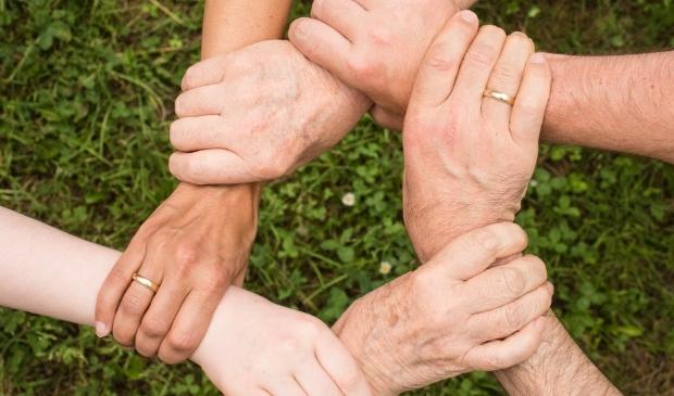 <p>Vele handen maken licht werk: vrijwilligers zijn van onschatbare waarde.</p>