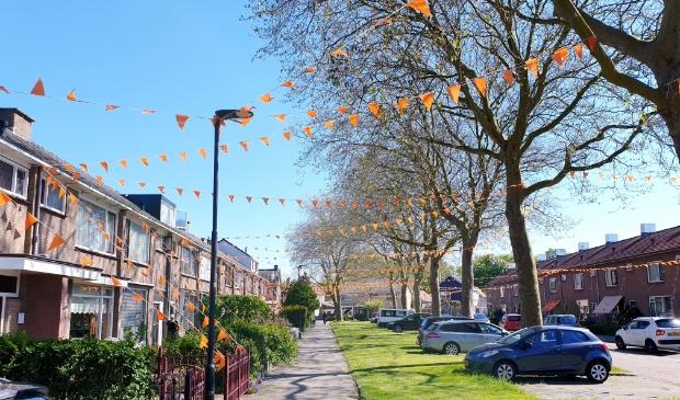 <p>Vrolijke oranje vlaggetjes sieren de Waardse Rubensstraat.</p>