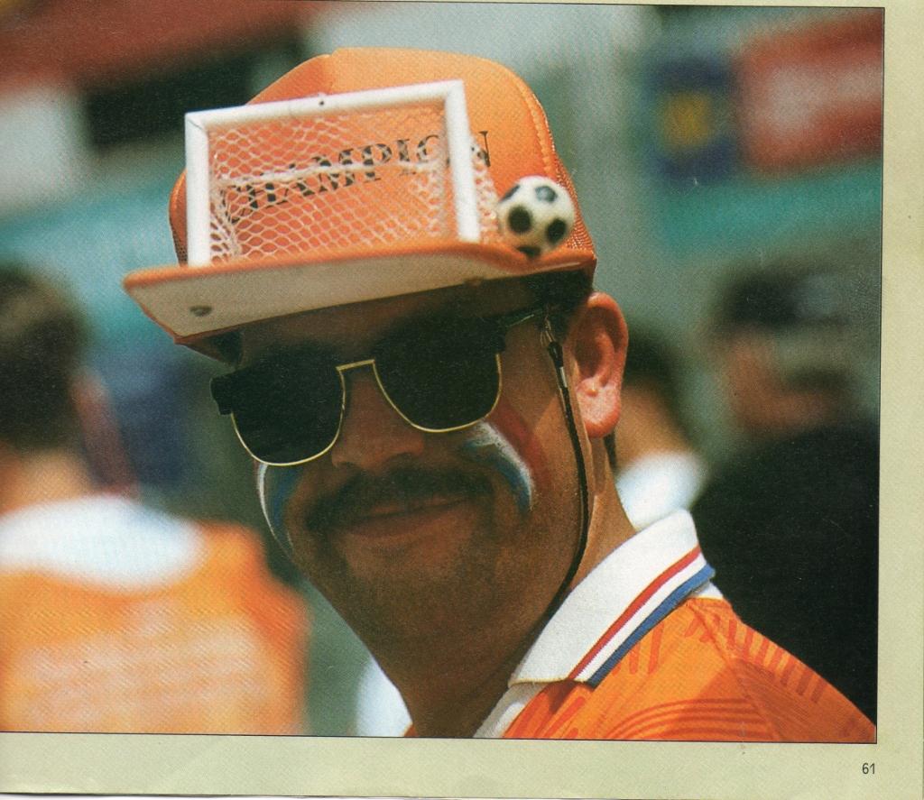 Ton probeert bij elke wedstrijd van Oranje te zijn. ((Foto: )aangeleverd) © rodi