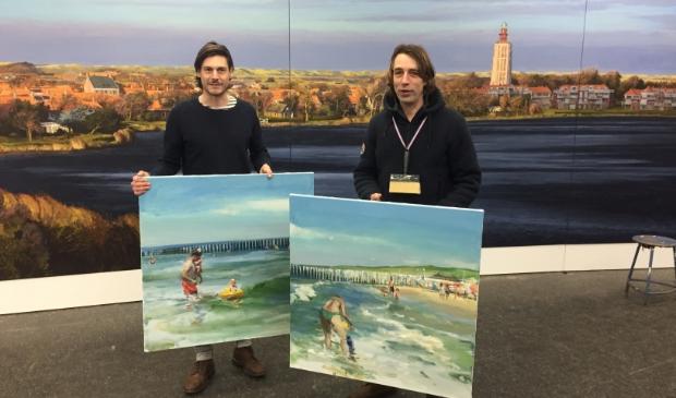 <p>De kunstenaars in het atelier met twee studies voor het te realiseren Panorama met rechts Robert Vorstman en links Pepijn van der Wal Bake</p>