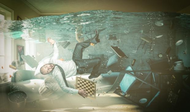 <p>Eén verkeerde stap en je ligt in het water.</p>