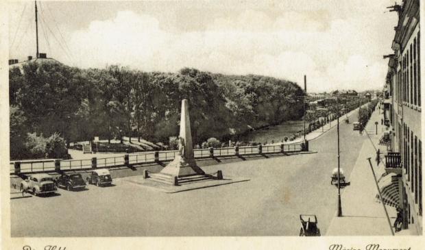 <p>Het Marine-monument op het Havenplein.&nbsp;</p>