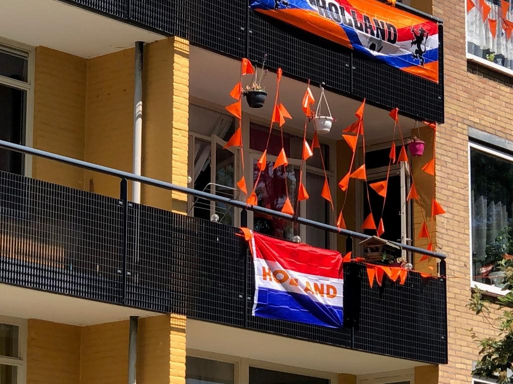 Ook deze etagewoning aan de Vrouwenzandstraat doet volop mee. (Foto: Rodi Media/JB ) © rodi