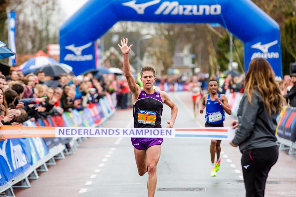 Michel Buuter tijdens het NK 10 km 2019 in de Schoorl Run. (Foto: Vincent van den Boogaard) © rodi