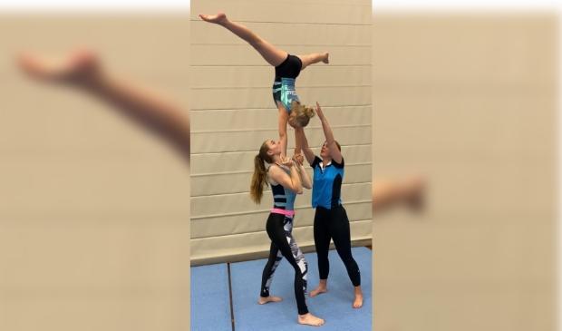 <p>De acrogymnasten geven enkele voorbeelden van partner-elementen. Nieuwsgierig geworden? Kom dan kijken zaterdag 26 juni. &nbsp;</p>