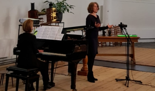 <p>De dolblije docenten van de Muziek- en Dansschool nodigen u graag uit voor het eerste concert.</p>