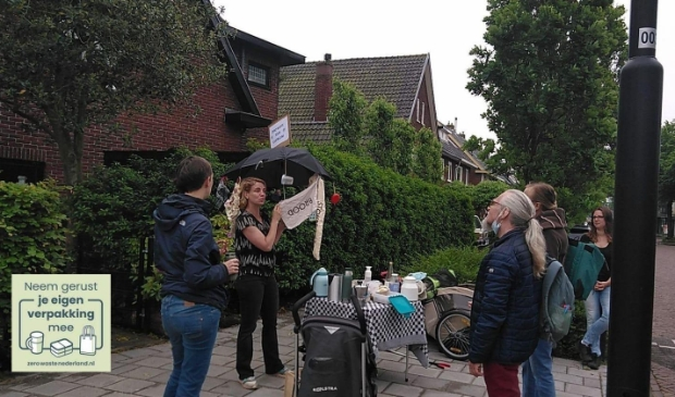 <p>Bonnie, Tijn en Mariska gaven deelnemers allerlei tips en tricks om minder afval te produceren.</p>