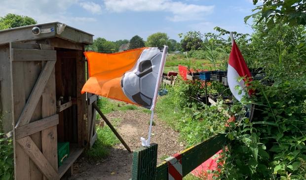 <p>Oranje vlag wappert ook bij kinderboerderij &#39;t Dierenduintje.</p>