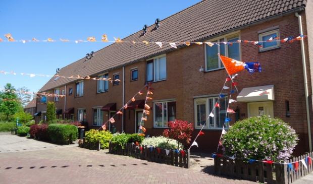 <p>De Hillegonda Leijenstraat in Beverwijk waar ook EK-vlaggetjes van andere landen zijn opgehangen.</p>