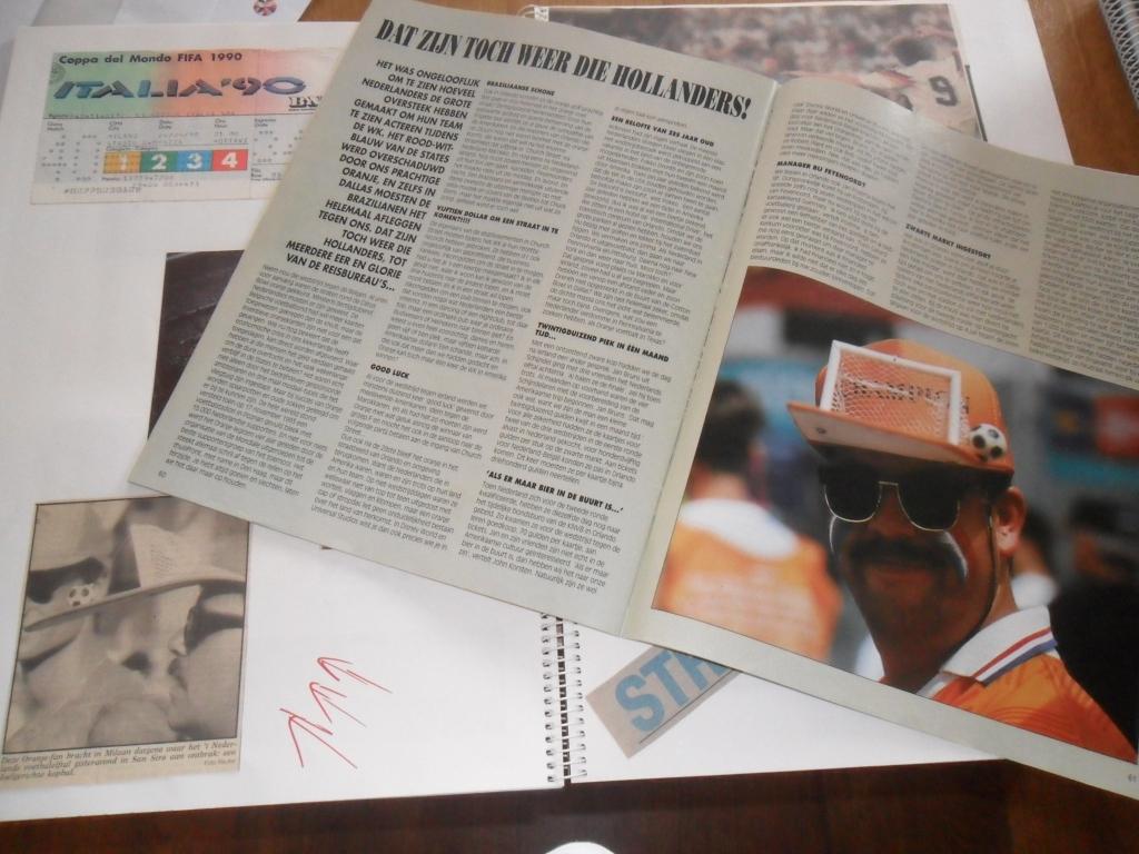 Krantenknipsels en plakboek van oranjegek Ton Groot uit Andijk. (Foto: aangeleverd) © rodi
