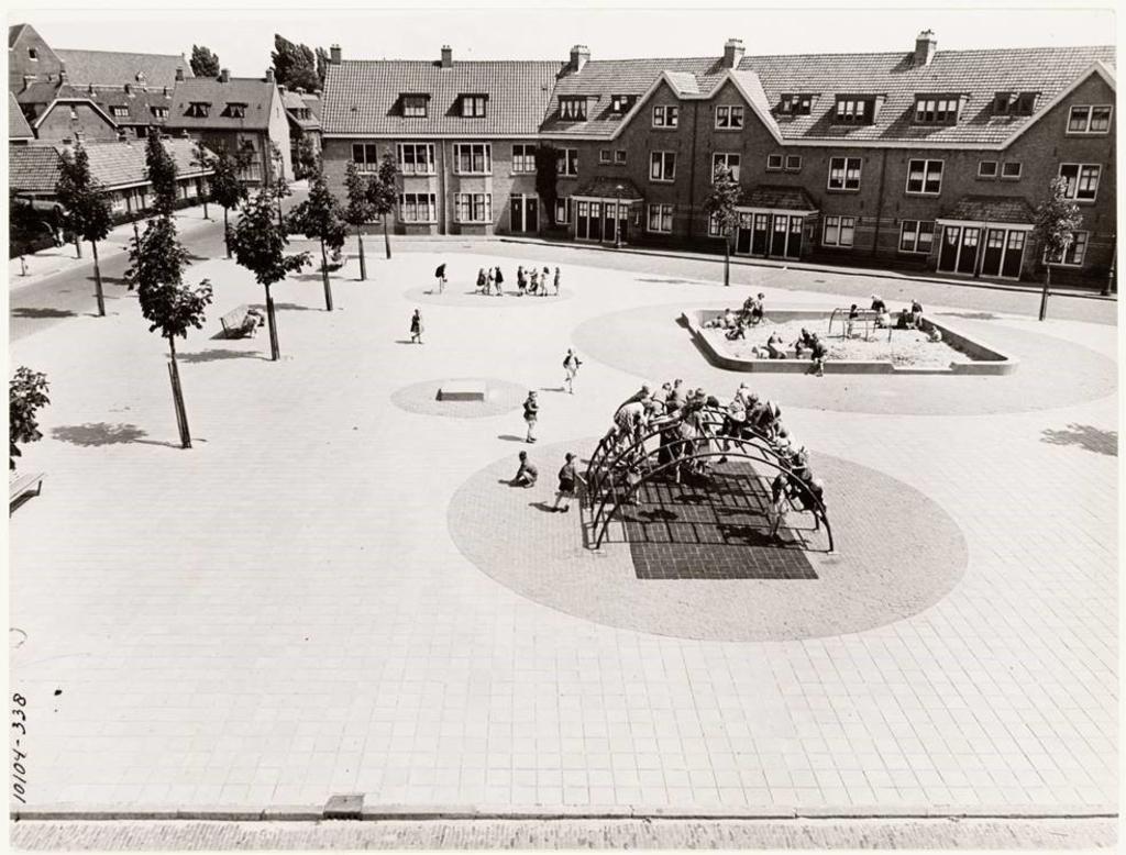 Een foto van hoe het plein vroeger was. (Foto: aangeleverd) © rodi