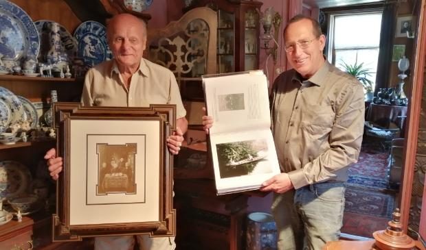 <p>Frans Poulain (links) en Pieter de Boer zijn allebei bezig met de Landsmeerse familiegeschiedenis.</p>
