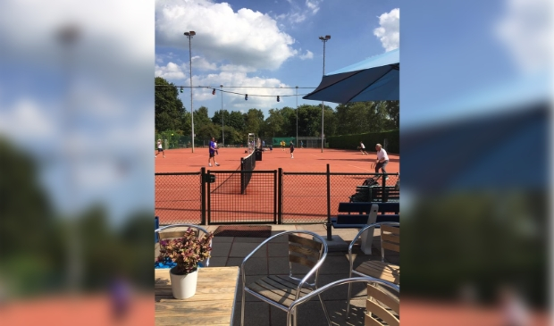 <p>Heb Durf is dé tennisclub van Landsmeer</p>