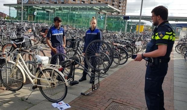 <p>Studenten Handhaving, Toezicht en Veiligheid van mboRijnland gaan samen met de politie aan de slag.</p>